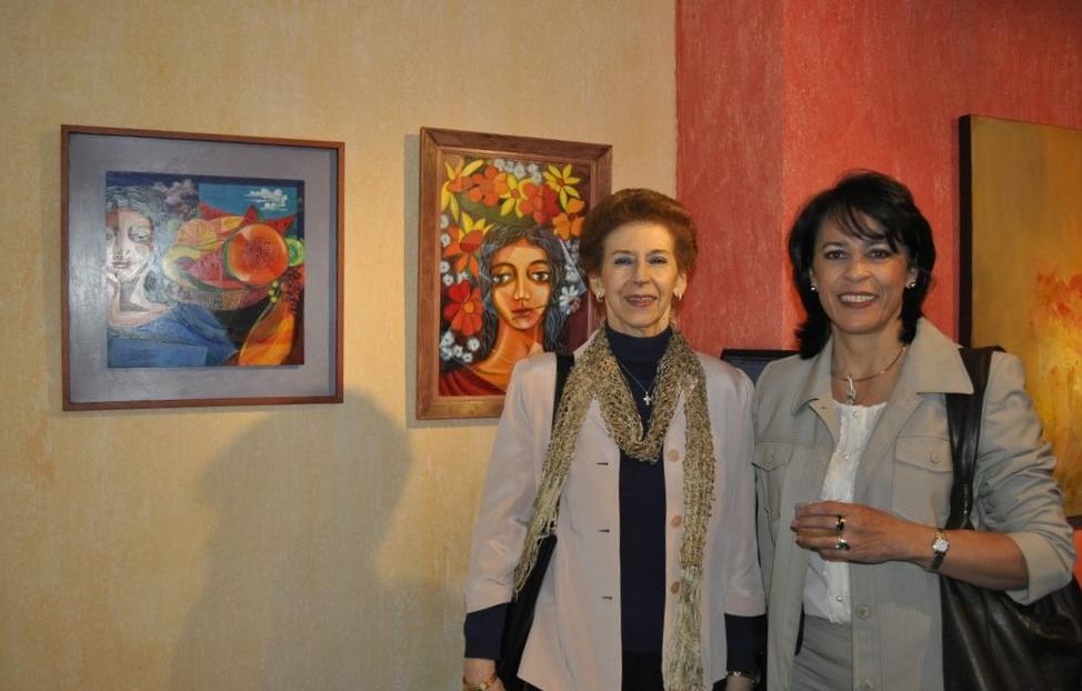 Artista Graciela Gómez y su representante Magaly Acevedo